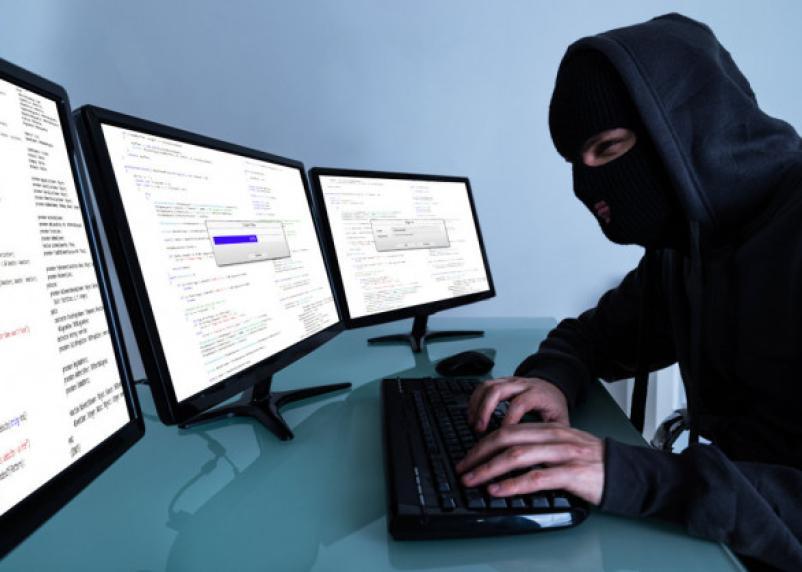 Работник интернет-провайдера воровал со счетов смолян деньги