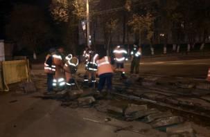 Город спит. Просыпается только МУТТП и ремонтирует рельсы в Смоленске