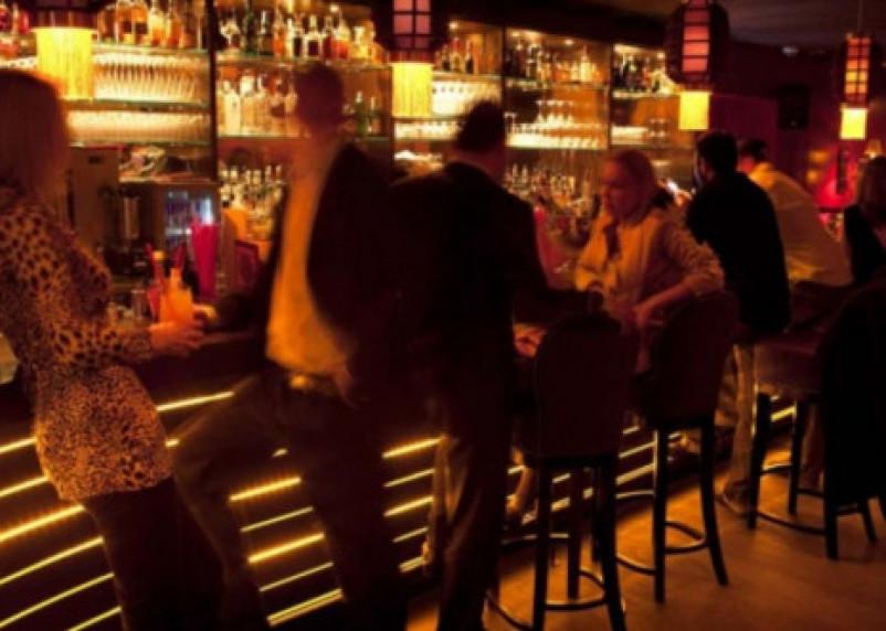 В смоленском кафе мужчину обокрали, пока он танцевал