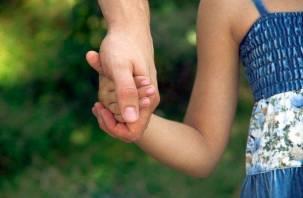 У смолянки отобрали дочь и отдали на воспитание отцу