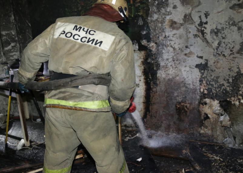 Смоленские пожарные тушили возгорание в многоэтажном доме