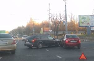 В Смоленске улицу Шевченко не поделили Рено и Калина