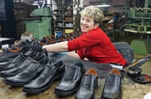 Смоленскую пенсионерку отправили шить ботинки за участие в митинге