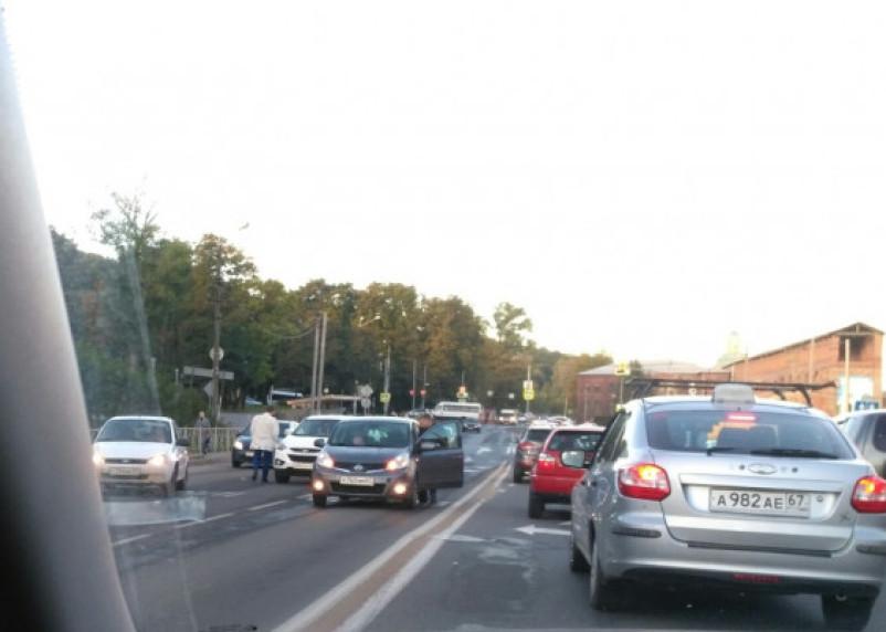 В Смоленске авария собирает утреннюю пробку