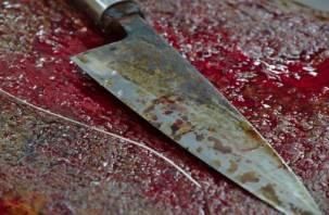 Смолянин в гневе порезал ножом жену и сына
