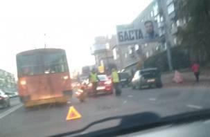 В Смоленске «Пассат» и троллейбус блокировали Шевченко