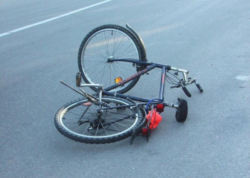 В Ельнинском районе иномарка снесла велосипедиста. Пострадавший госпитализирован