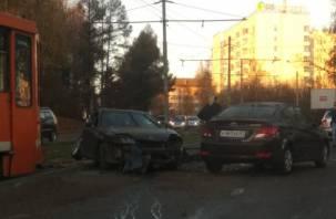 В Смоленске ДТП на дамбе спровоцировало пробку и остановку трамваев