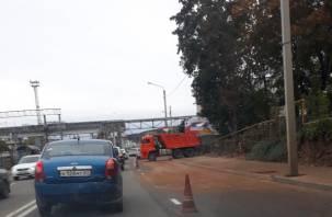 В Смоленске ремонтные работы на Витебском шоссе парализовали движение