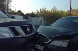 В Смоленске «поцеловались» Ниссан и Форд