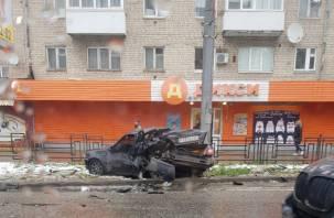В Смоленске произошло жёсткое ДТП с тремя авто. Пострадали два человека