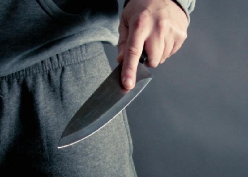 Смолянин решил напугать возлюбленную и взял в руки нож