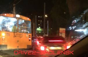В Смоленске иномарка решила подбить троллейбус
