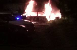 Рано утром в Смоленской области сгорела легковушка