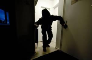 Смолянка забыла закрыть дверь в доме и лишилась имущества