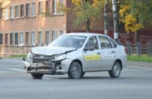 В Смоленске на Кирова произошло жёсткое ДТП с такси
