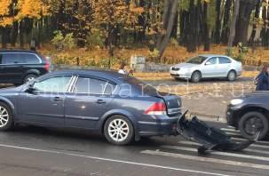 В Смоленске произошло жёсткое ДТП. На Тенишевой пробка