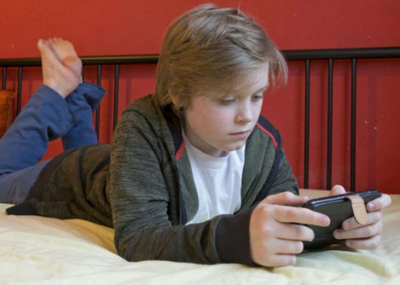 В Госдуме поддержали запрет смартфонов в школе