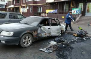 Подробности ночного пожара в Смоленске: сгорели два автомобиля