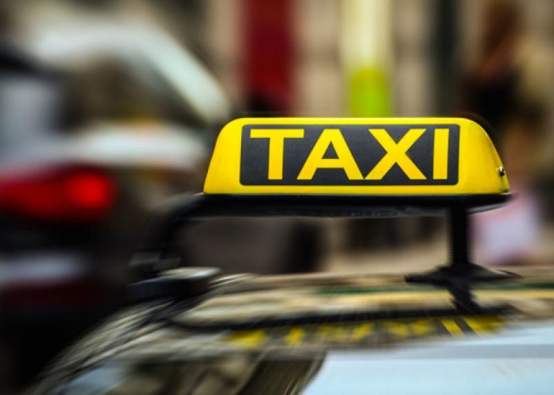 В ГД предложили таксистам проходить медосмотр на АЗС