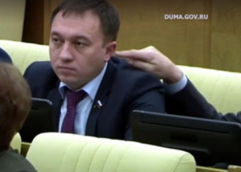 Чем занимаются депутаты Госдумы за 350 тысяч рублей в месяц