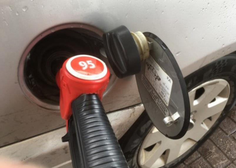 АЗС готовы продавать бензин по 30 рублей