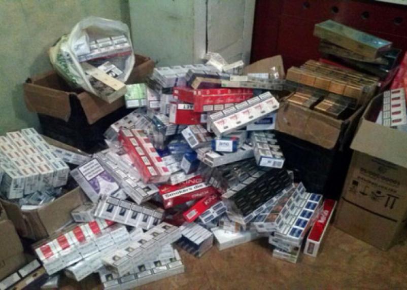Смоленские приставы «накрыли» лавку с нелегальными сигаретами