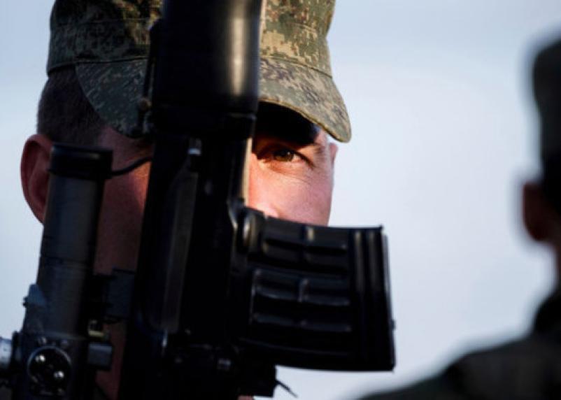 Военным запретили пользоваться смартфонами и соцсетями