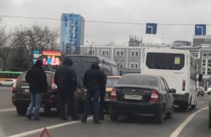 Авария заблокировала движение в центре Смоленска