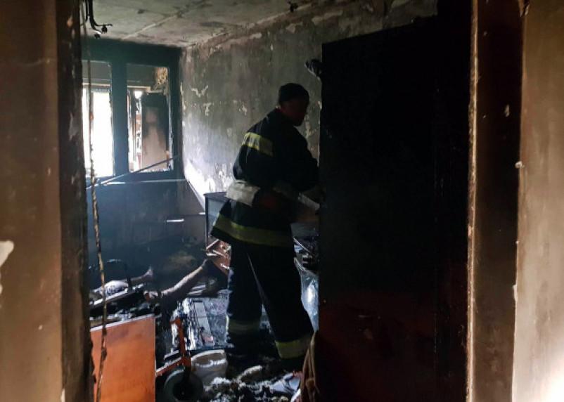 Подробности пожара в Ярцеве. Один мужчина госпитализирован с ожогами, 11 человек спасли