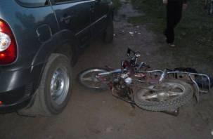 Смоленский водитель «Нивы» неудачно развернулся и снес мопед