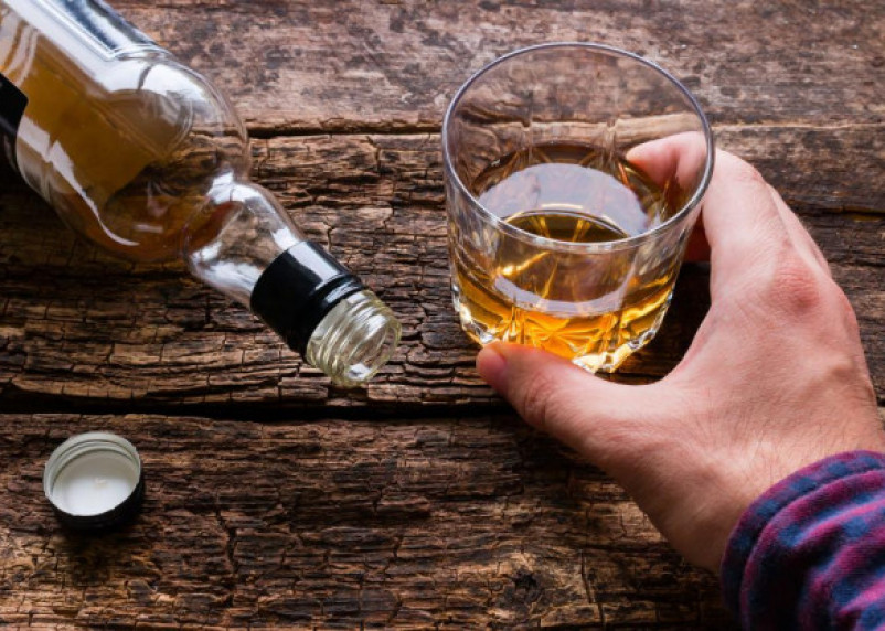 Красное лицо после употребления алкоголя может быть признаком опасного заболевания