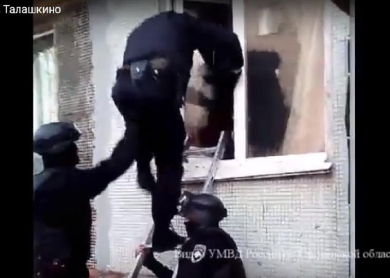 В Смоленском районе накрыли наркопритон. Оперативное видео попало в Сеть