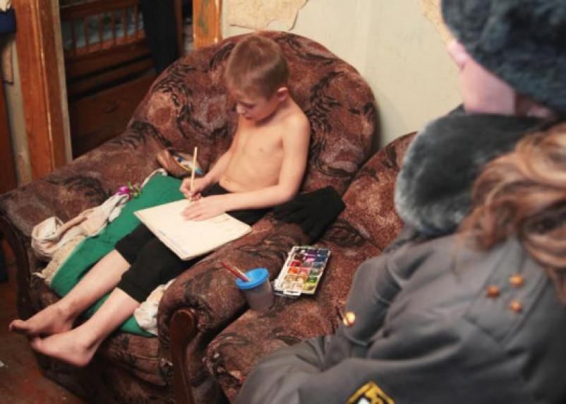 Смоленские врачи скрывают, в каких условиях живут дети наркоманов