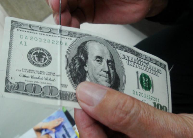 Доллар и евро растут на открытии торгов