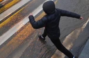 В Ельнинском районе водитель на белой машине сбил пешехода и скрылся
