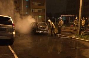«Ночное фаер-шоу». Под Смоленском сгорели три автомобиля