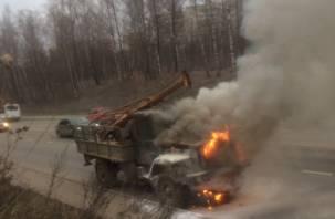 Очевидцы: В Смоленске на Верхнем Волоке горит бурильная машина