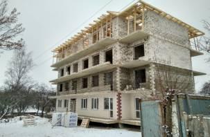 «Люди остаются на улице»: незаконную постройку в Смоленске снесут?