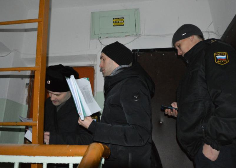 Будет ремонтировать теплотрассы. Смолянин задолжал родному сыну свыше 100 тысяч рублей