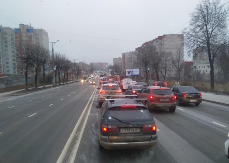 Авария в Смоленске собирает огромную пробку