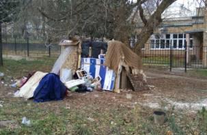 В Смоленске бомжи «свили» себе гнездо под носом у городских властей