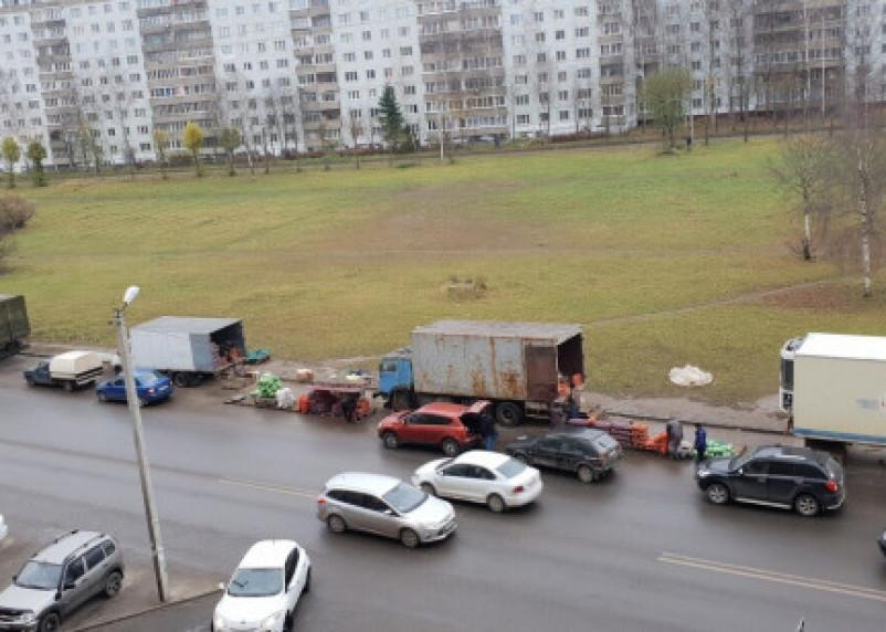 В Смоленске разберутся со стихийным рынком на проспекте Строителей