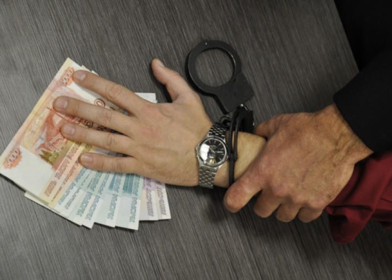 Двое мужчин пойдут под суд за взятку смоленскому сотруднику ФСБ