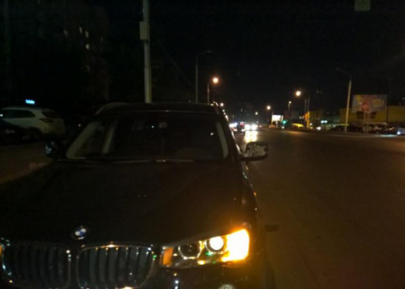 В Смоленске лихач на BMW сбил молодую пару