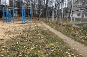 В Смоленске нашли опасную детскую площадку