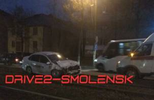 В Смоленске автоледи остановила трамваи: подробности утренней аварии на дамбе