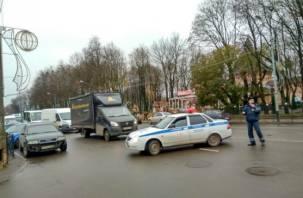«Дзержинка перекрыта». В Смоленске возле здания полиции нашли подозрительный предмет