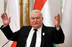 От экс-президента Польши требуют извинений за заявления о смоленской катастрофе