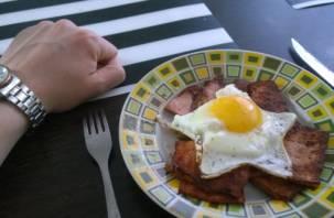 Диетологи назвали любимые завтраки россиян опасными